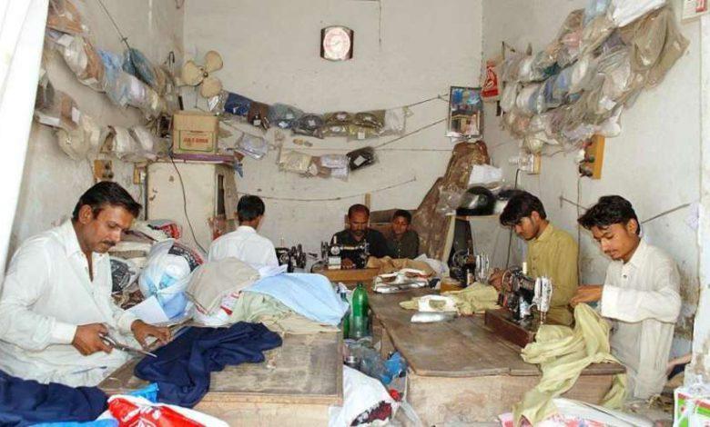 Photo of عید الاضحیٰ کو ایک دن باقی رہ گیا، ڈومیلی بڑاگواہ میں ٹیلرز شاپ پر کپڑوں کا رش برقرار