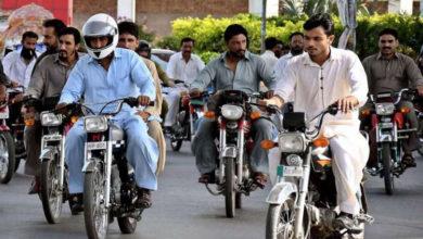 Photo of بغیر نمبر پلیٹ،بغیر ڈرائیورنگ لائسنس ،بغیر ہیلمٹ کا قانون صرف شہریوں کیلئے، پولیس کو کھلی چھٹی