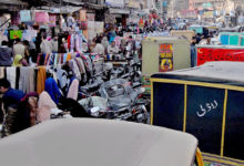 Photo of میونسپل کارپوریشن کے عملے کا مک مکا، ریڑھی اور ٹھیلے والوں نے شہر کی سڑکوں پر قبضہ کر لیا