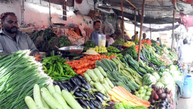 Photo of جہلم شہر وگردونواح میں آٹے اور چینی کے بعد سبزیوں کو بھی پر لگ گئے