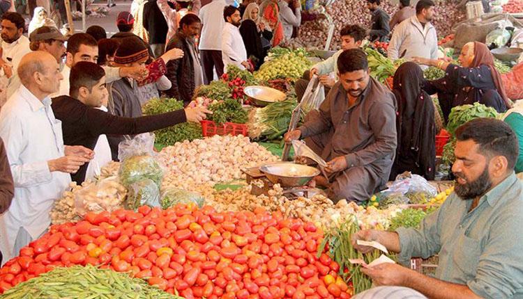 Photo of دینہ میں مہنگے داموں سبزی فروٹ کی فروخت پر متعدد دوکانداروں کو ہزاروں روپے جرمانے