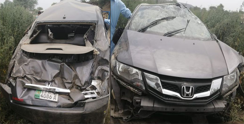 Photo of دینہ پُل کراس کرتے ہوئے تیز رفتار کار کھائی میں جا گری، ڈرائیور محفوظ، کار تباہ