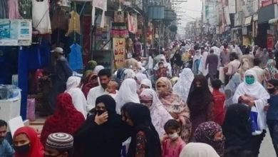 Photo of لاک ڈاؤن کا اعلان ہوتے ہی جہلم شہر میں رش، ہزاروں شہری خریداری کرنے نکل پڑے