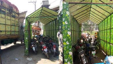 Photo of جہلم کی سبزی منڈی میں لگے ہوئے سینی ٹائزر گیٹ کو پارکنگ اسٹینڈ میں تبدیل کر دیا گیا